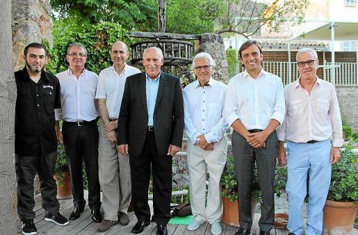 Didac Alcalá, Joan Rotger, Felio Bauzá, Nadal Torres, Josep Coll Vilanova, presidente de la Fundación Coll Bardolet; Francesc Miralles y Miquel Àngel Lladó.
