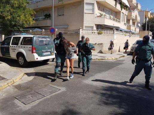 Una de las detenidas en la calle Murtà de Palma.
