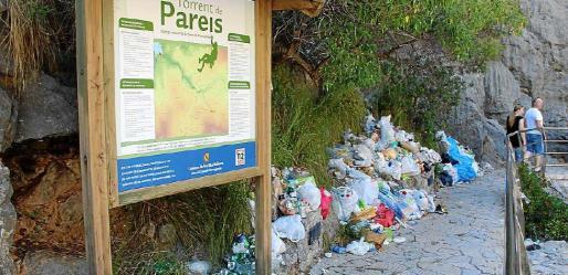 Fotografía tomada en el torrente de Pareis a principios de agosto, antes de que Govern y Ajuntament lo limpiaran «subsidiariamente», rechazando que esa faena sea de su competencia.