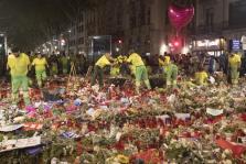 Ayuntamiento retira de La Rambla homenajes a víctimas