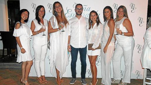 Julie Molina, Vicky Sánchez, Sara Ranhi, Abraham Salamanca, Erika Cobos, Lara Mariani y Pamela Adriano.