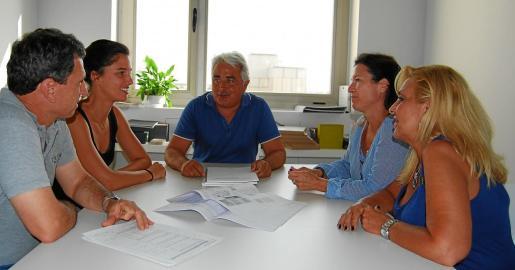 Reunión de trabajo en las nuevas oficinas de Son Castelló.