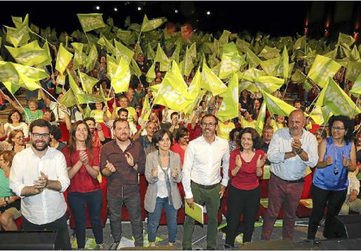 Sobre estas líneas, uno de los actos de la campaña electoral de Més en 2015. En primera fila, candidatos y candidatas de aquellos comicios.