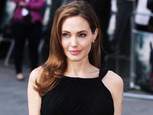 La actriz Angelina Jolie habla de su soltería.