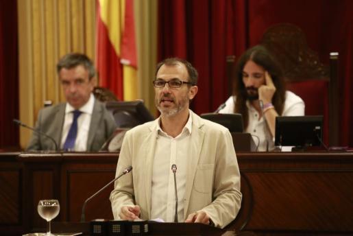 Biel Barceló, este lunes durante el pleno del Parlament.