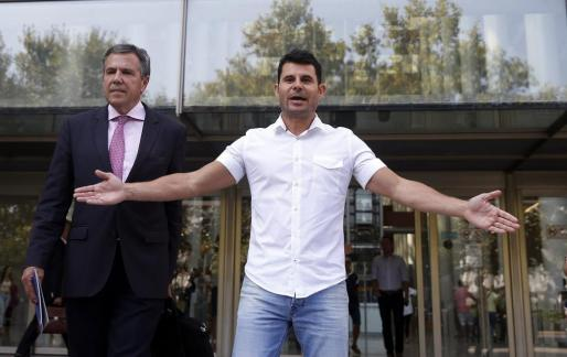Javier Sánchez Santos, a su llegada a la Ciudad de la Justicia donde ha presentado una demanda de paternidad.