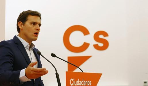 El presidente de Ciudadanos, Albert Rivera, durante la rueda de prensa que ha ofrecido tras la reunión de la Ejecutiva de Ciudadanos.