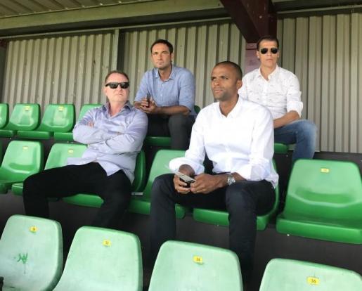 Juan Manuel Pons, con gafas arriba, junto a Javi Recio. Abajo, Maheta Molango y Robert Sarver.