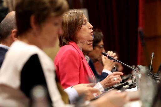 La presidenta del Parlament, Carme Forcadell, durante el tenso pleno en el que se ha pedido incluir la ley del referéndum en el orden del día.