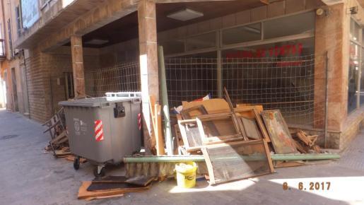 Los policías de paisano se centrarán en perseguir el abandono de trastos en la calle.