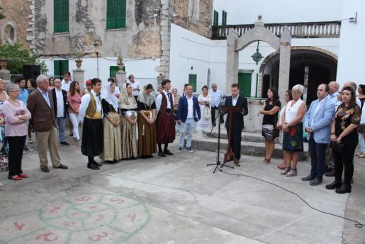 El patio del convento de las Hermanas de la Caridad acogió este jueves la presentación de las LIII Festes del Vermar.