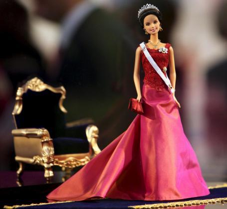 Una muñeca Barbie, con la cara de la princesa Victoria de Suecia.