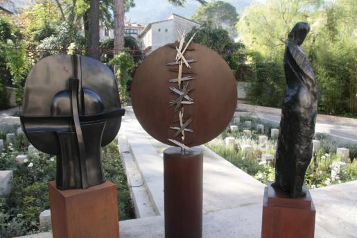 El museo posee un jardín embellecido con escultura contemporánea.