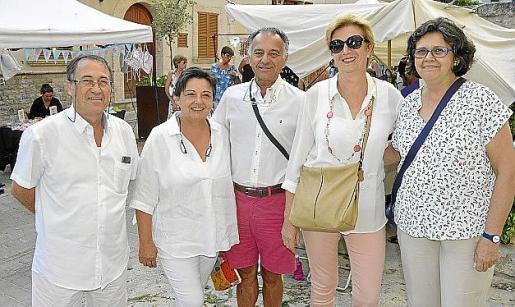 Juan Moragues, Francisca Rosselló, Pedro Pons, Magdalena Munar y Xisca Moranta.