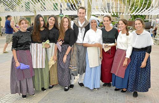Margalida Crespí, Maria Aulet, Marta Reynés, Xisca Gamundí, Antoni Rosselló, Esperança Campins, Maria Antònia Salvà, Laura Pérez y Olga Pérez.