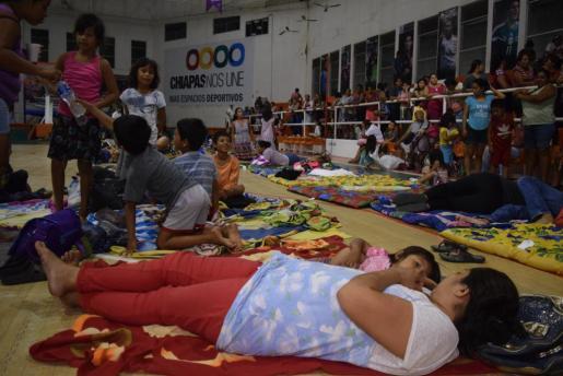 Residentes del municipio de Tapachula, en el estado de Chiapas, México, permanecen en albergues tras el fuerte seismo de magnitud ocho en la escala de Richter.