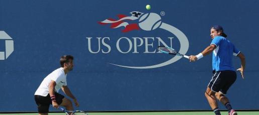 Los tenistas españoles Feliciano y Marc López han sido superados este viernes por el holandés Jean-Julien Rojer y el rumano Horia Tecau (6-4, 6-3) en la final del cuadro de dobles del US Open.