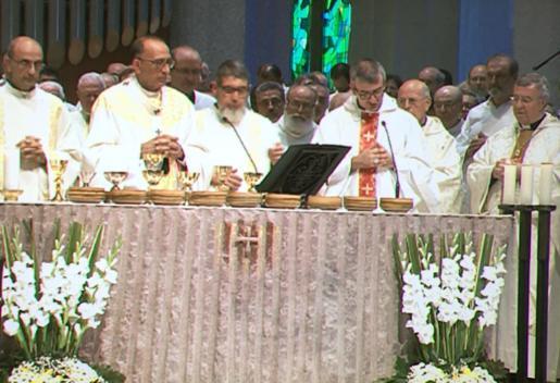Antoni Vadell, en el centro y con gafas, durante la ceremonia.