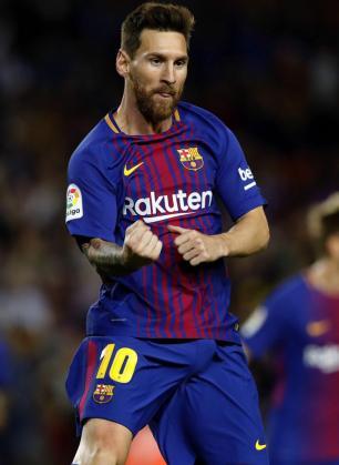 El delantero argentino del FC Barcelona Leo Messi celebra su primer gol ante el RCD Espanyol.