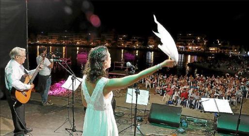 La Trobada d'Havaneres se ha convertido en un espectáculo que atrae a centenares de aficionados al género.