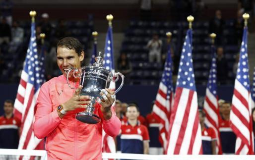 El español Rafael Nadal 'muerde' su tercer US Open.