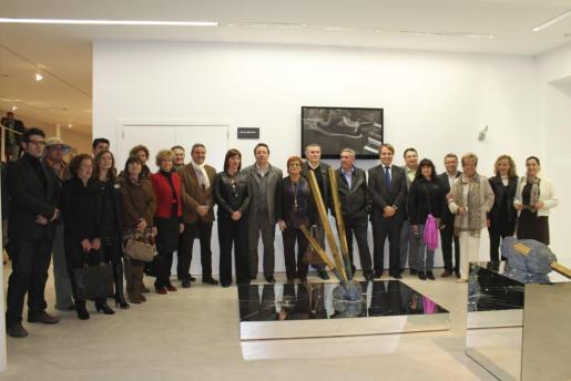 Artistas, comisarios y autoridades posaron en la inauguración de Urbanea.