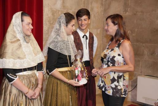 Francina Armengol con los vermadors de Binissalem.