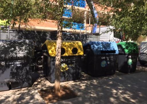 Nuevos contenedores de basura en la barriada del Pil·larí.