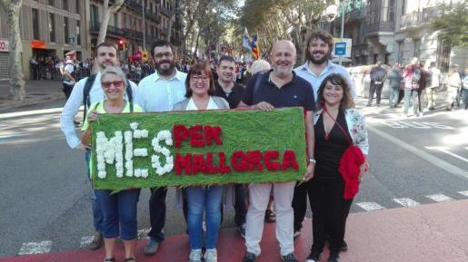 Representantes de MÉS per Mallorca anbtes del inicioa de la Diada de Cataluña.