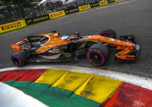 Fernando Alonso conduciendo el McLaren-Honda.