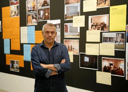 Pepe Miralles en la sala 'Vincles' de su exposición en el Solleric.
