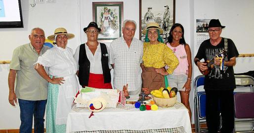 Álvaro Arenas, Conchi Cano, Soledad González, José Miguel Martín, Amalia Estabén, Cornelia Díaz y Manolo Martínez.