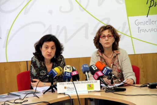 Fina Santiago y Maria Antònia Oliver, en la presentación