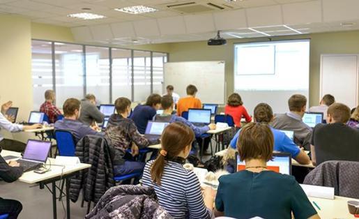 El Institut d'Innovació Empresarial inicia la formación profesional para desempleados y trabajadores.