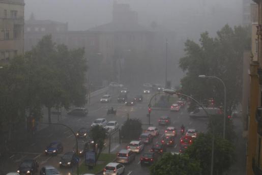 En Palma se han indudado varias calles y averiado algunos semáforos.