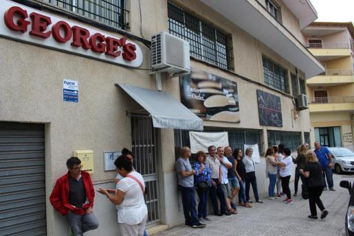 Los trabajadores se manifestaron este viernes ante las puertas de la fábrica.