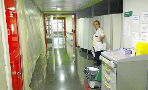 Personal de enfermería trabajando en el hospital de Son Espases.