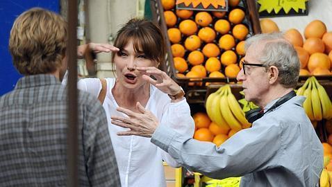 Carla Bruni y Woody Allen, durante el rodaje.