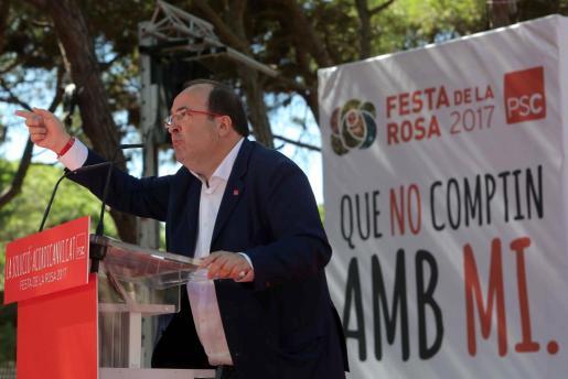 El primer secretario del PSC, Miquel Iceta, interviene en la Fiesta de la Rosa de los socialistas en Gavà