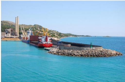 Los ecologistas discuten que esta infraestructura no afecte ambientalmente al puerto.