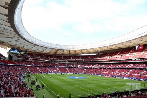 Aficionados atléticos en el interior del Wanda Metropolitano, nuevo estadio del Atlético de Madrid.