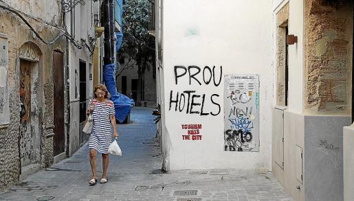 Una de las pintadas contra el turismo que han aparecido en las calles de Palma.