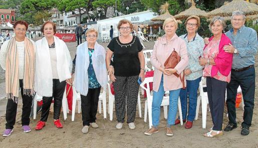 Antònia Bonnín, Concepció Gaviñi, Francisca Cladera, Margarita Pomar, Maria Palou, Xisca Mas, Encarna Guerrero y Peyo Plaza.