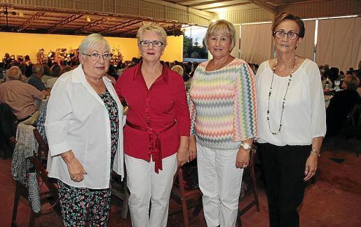 Antonia Barceló, Amada Valeriano, Carmen Travé y Adela Teruel.