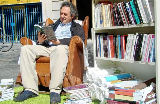 'Llibres Fora!' se estrenó ayer en la Plaça de Cort, en la foto, y en la d'Espanya.