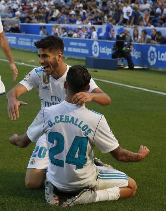 Dani Ceballos celebra uno de sus dos goles con el mallorquín Marco Asensio