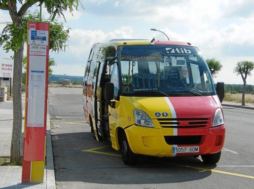 El servicio de bus lanzadera desde el polígono industrial de Santanyí hasta Cala s'Almunia, es Caló des Moro y Cala Llombards se inició en junio y terminará el sábado. Tras el transporte a ses Covetes, ésta es la segunda propuesta del Govern para evitar la saturación de vehículos en puntos conflictivos.