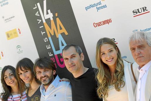 Carmen Ruiz, Laura Pamplona, Fernando Tejero, el director David Marqués, Patricia Montero y Pepe Sancho, en Málaga durante la presentación a concurso de la película 'En fuera de juego'.