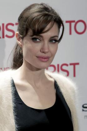 """La actriz estadounidense Angelina Jolie posa para los medios durante la presentación de la película """"The Tourist"""", del director Florian Henckel von Donnersmarck."""