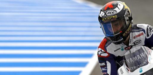 El piloto español de Yamaha Jorge Lorenzo durante la tercera y última sesión de entrenamientos libres para el Gran Premio de España de MotoGP.